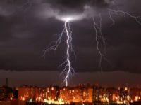 Погода в Москве: синоптики сообщили о мощном ветре и грозе 21 апреля