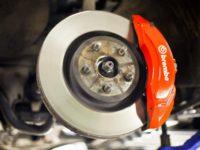 Замена тормозных колодок на автомобиле